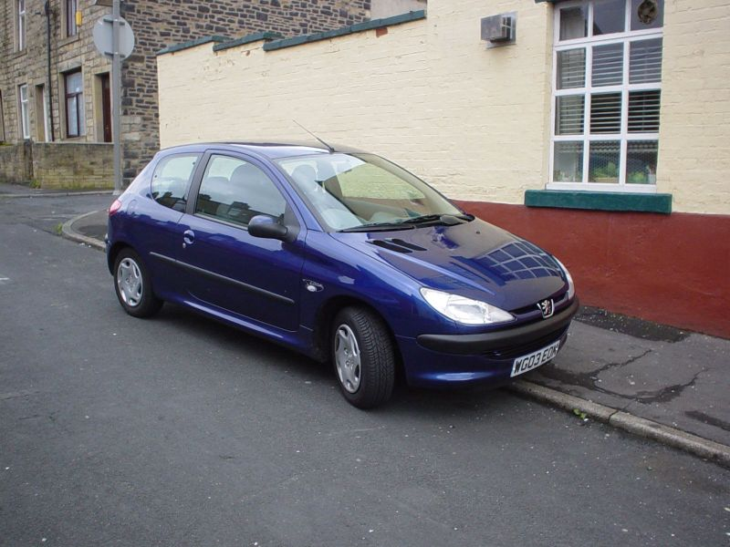 [img]http://www.richmond.echidna.id.au/2003/Scotland%20in%20June/Rental%20Car%20Peugot%20206.jpg[/img]